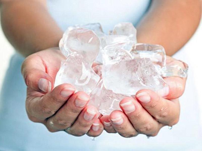 Hướng dẫn tẩy keo dính chuột bằng đá lạnh