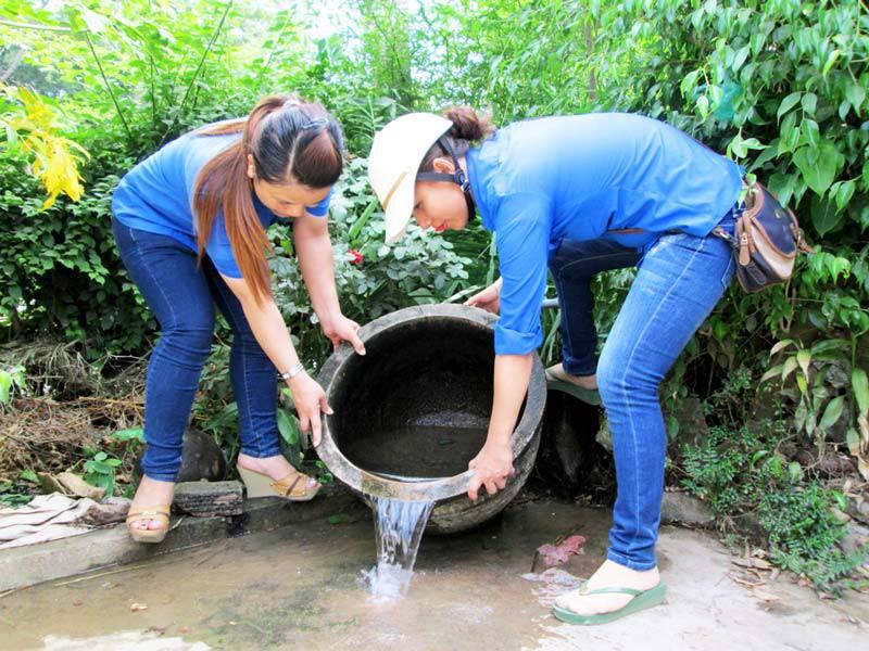 Bên cạnh việc phun thuốc các biện pháp diệt lăng quăng bọ gậy cũng cần được thực hiện để diệt muỗi triệt để